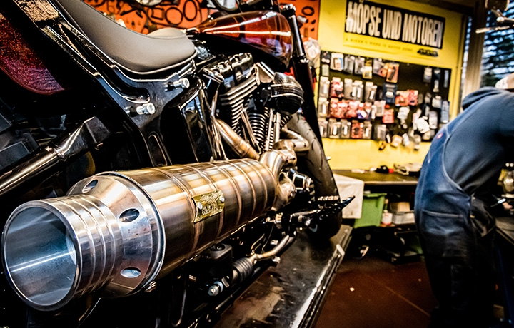 The king of custom Béla, un orfèvre dans la moto sur mesure cChic Magazine Suisse